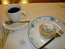 水出しコーヒーとケーキ